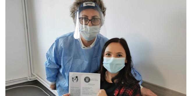 Reportaj. Optimistă şi fără frică. Cum m-am vaccinat împotriva COVID-19, la Topliţa