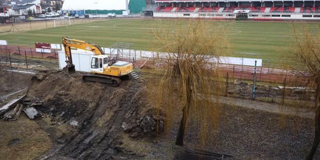 Construirea noii tribune la stadionul de fotbal din Miercurea Ciuc a stârnit nemulţumirea locatarilor