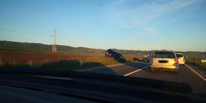 Accident rutier în care a fost implicat un șofer fără permis de conducere și aflat sub influența băuturilor alcoolice
