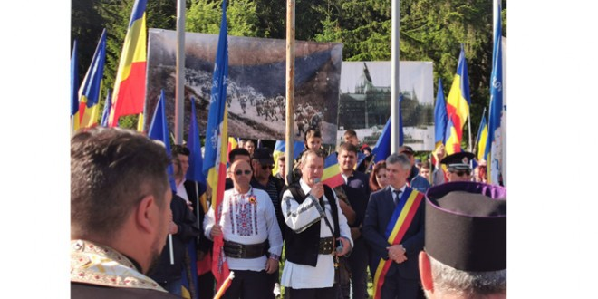 Românii și-au omagiat eroii de praznicul Înălțării Domnului și la Cimitirul Internațional al Eroilor de la Valea Uzului