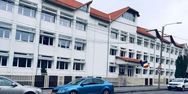 """Elevii unităţilor de învăţământ """"Liviu Rebreanu"""" şi """"Venczel József"""" din Miercurea Ciuc pot începe anul şcolar în clădiri reabilitate"""