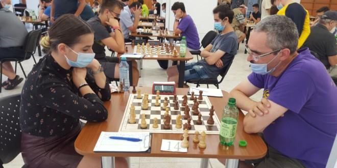 Multe rezultate surpriză în turneul internaţional de şah Caissa