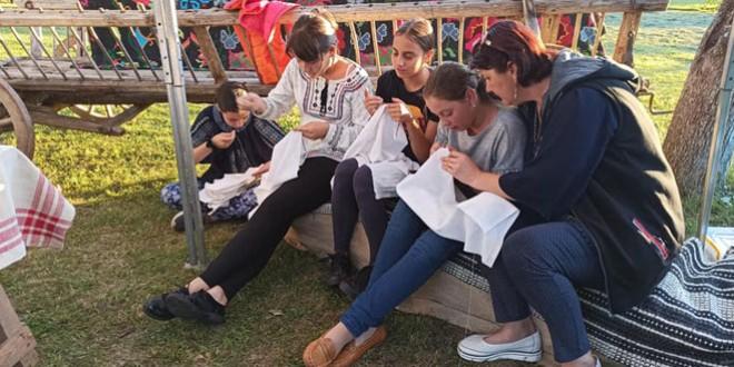 Păstrătorii tezaurului cultural şi spiritual al românilor din Livezi (I)